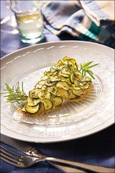 Filetto d'orata con zucchine e rosmarino.