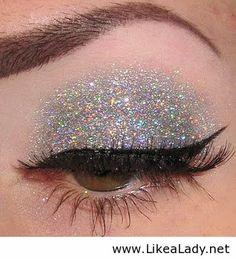 Glitter eyes. Looooove this!!! ❤️