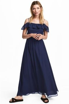 Long off-the-shoulder dress in crinkled chiffon with elastication and a flounce at the top. Narrow shoulder straps and an elasticated seam at the waist. Jer