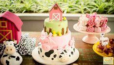 Encontrando Ideias: Tema Fazendinha Pink Barnyard Party, Farm Party, Farm Birthday, 2nd Birthday Parties, Dog Treat Recipes, Fudge Recipes, Farm Cake, Cowgirl Party, Party Cakes