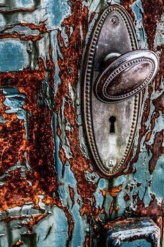 photo by Jonathan Zdziarski Old Doors, Windows And Doors, Door Knobs And Knockers, Peeling Paint, Rusty Metal, Abstract Photography, Textures Patterns, Door Handles, Old Things