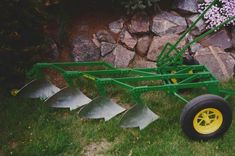 scale running tractors and other homemade tractors. Homemade Tractor, Riding Mower, Wheelbarrow, Tractors, Garden Tools, Alternative, Lawn Mower, Yard Tools