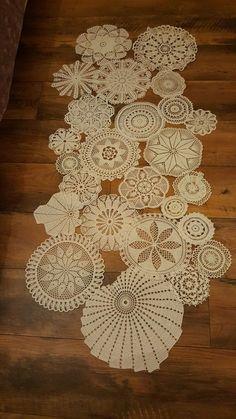 Jubii Mail :: 18 nye pins til opslagstavlen løber Crochet Baby Dress Pattern, Crochet Motif, Crochet Doilies, Crochet Home, Crochet Gifts, Doily Patterns, Crochet Patterns, Doily Art, Easy Christmas Ornaments