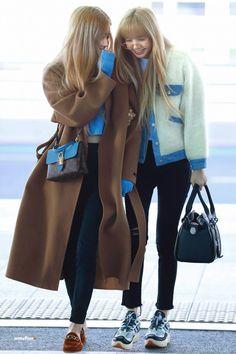 Check out Blackpink @ Iomoio Incheon, Korean Airport Fashion, Korean Fashion, Blackpink Fashion, Kpop Fashion Outfits, Moda Kpop, Kim Jisoo, Short Jeans, Airport Style