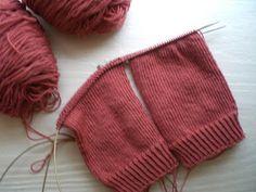 Knitting Giraffe: magic loop - two at a time sock knitting tutorial, one needle -