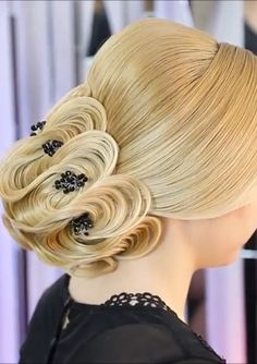 Many hairstylists became treating long hairstyles like art. - - Many hairstylists became treating long hairstyles like art. Face Shape Hairstyles, Unique Hairstyles, Bun Hairstyles, Layered Hairstyles, Trending Hairstyles, Easy Updos For Long Hair, Long Curly Hair, Hair Upstyles, Hair Videos