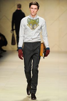 Burberry Prorsum Fall 2012 ready to wear. Need pretty much everything here, but I really need the bag.