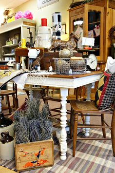 Consignment Store Displays, Dekalb Illinois, Joy Bryant, Vintage Market, Dried Flowers, Crates, Thrifting, Shabby Chic, Shop Displays