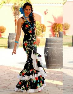 Flamenca Flamenco Dresses, Flamenco Costume, Flamenco Dancers, Fashion Art, Fashion Show, Makeup Photoshoot, Dance Technique, Spanish Dress, Image Makers