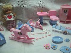 Träumerle Paradies 20tlg. Puppe Schaukelpferd 2 Dreiräder Geschirr Bank Wippe WC