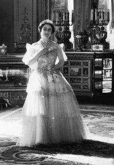 Queen Mum 1930's photo: Cicil Beaton  Camera PressLtd. 25188-31  (71)