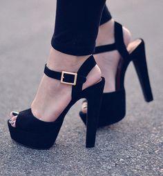 Chaussures de soirées ! Retrouvez nos produits sur ShopSquare  #nouvelleco #soiree #saturday #chaussures