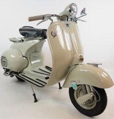 ● Vespa 150 VL3 Piaggio Vespa, Vespa Lambretta, Vespa Scooters, Vintage Vespa, Vintage Italy, Vespa 150, Super 4, Vespa Girl, Scooter Motorcycle