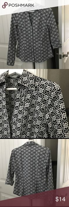 Ann Taylor Black & White Medallion Blouse Size 6 Ann Taylor Black & White Medallion Blouse Size 6. Beautiful blouse, in great condition! Ann Taylor Tops Blouses