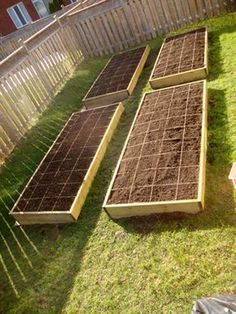 Amazing Vegetable Garden by the foot! Apparently the best way to grow raised gardens. HautePNK DIY Vegetable Garden