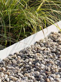 Multi-Edge lawn edging makes it easy to create stylish edges with any desired contour, whether you want a winding gravel garden path or neat lawn edges along a border.