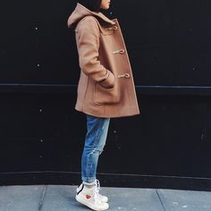 Comme Des Garçons Cdg X Converse, H&M Distressed Girlfriend Jeans, Uniqlo Camel Coat, Forever 21 White Ribbed Long Sleeve