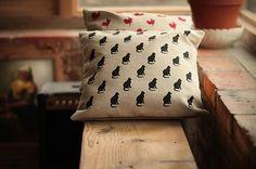 MORA / VANKÚŠE  S MOTÍVMI *mačka Bed Pillows, Pillow Cases, Handmade, Pillows, Hand Made, Handarbeit