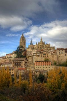 Autumn in Toledo: In central Spain. A famous medieval city near Madrid, on the Tajo river. Important in metal work, especially in fine steel and exquisite jewelry. Places Around The World, Oh The Places You'll Go, Places To Travel, Places To Visit, Around The Worlds, Madrid, Wonderful Places, Beautiful Places, Vila Medieval