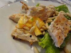 Luisa Alexandra: Salada com Alface, Pêssego e Peito de Frango Grelhado com Pinhões