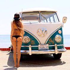 Volkswagen Bus, Vw T1, Vw Camper, Vans Girls, Surf Girls, Combi Ww, Combi Split, Bus Girl, Busse