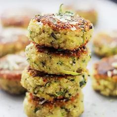 Packed with Quinoa and Zucchini: these Fritters are SO GOOD and SO easy to make. Packed with Quinoa and Zucchini: these Fritters are SO GOOD and SO easy to make. Source by Easy Zucchini Recipes, Veggie Recipes, Vegetarian Recipes, Cooking Recipes, Healthy Recipes, Juice Recipes, Quinoa Zucchini, Zucchini Fritters, Zucchini Patties