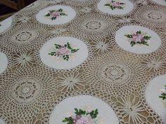 Mantel crochet y bordado en cinta