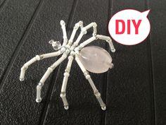 Spinne aus Glasperlen. Brosche. Spider out of beads.