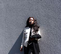 Fashion & Style | Beige bomber jacket + black turtleneck and coated jeans + combat boots. Feat. The Haute Pursuit (THP) shop rings and ear cuff. By Iman, Parisian and West African blogger. || Mode | Jean cuir + bottines à lacets et écharpe en cachemere. Par Iman, blogueuse mode Parisienne et Ouest Africaine.