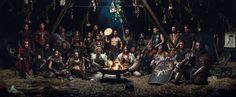 Gruppenbild der keltischen LARP Gruppe Bracar Keltoi in ihrer Jurte auf dem Conquest of Mythodea 2016. Foto von Moritz Jendral http://moritz-jendral.de/ Viele der Rüstungen, die Lederröcke und Waffen sind selbstgemacht.   Warrior, Leather, Armour, DIY, LARP, Live Action Role Play, Celtic, Yurt, Bonfire, Celts, Group