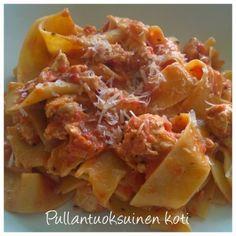 Pullantuoksuinen koti: Tomaattinen Kana-Pappardelle -pasta Tomato-Chicken-Pappardelle pasta