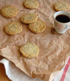Almond poppy seed cookies / Biscoitos de amêndoa e sementes de papoula by Patricia Scarpin, via Flickr