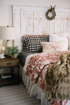30 Winter Bedroom Decorating Inspirations ideas - Home Design Winter Bedroom Decor, Christmas Bedroom, Home Design, Design Ideas, Rustic Master Bedroom, Warm Bedroom, Bedroom Décor, Bed Room, French Country Bedrooms