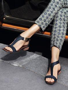 425e9a7288d7 Those sandals! The patterned pants!