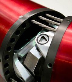Photo : Le bras léger est constitué d'une série de segments articulés entre eux par des cables en acier (Crédits photo: OC Robotics)