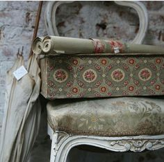 Vintage Box, Shabby Vintage, Shabby Chic, Fabric Covered Boxes, French Fabric, Old Boxes, French Chic, Suitcases, Linens