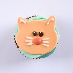 Kitty Cat Cupcakes This week's adorable cat cupcakes come to us from Jen from they say a picture is worth a thousand words , who created . Cat Cupcakes, Cupcake Toppers, Cookies, Party Stuff, Sweet Stuff, Desserts, Kid, Awesome, Ideas