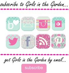Girls in the Garden: Charm Pack Bag - Tutorial Quilted Tote Bags, Patchwork Bags, Small Sewing Projects, Sewing Crafts, Diy Projects, Bag Patterns To Sew, Pattern Sewing, Modern Quilt Blocks, Sew Wallet