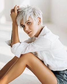 45 Neueste modische Kurzhaarschnitte 2018 – 2019 45 Neueste Trendy Short Haircuts 2018 – 2019 Related posts: Trendy Short Haircuts for Wavy Hair Women // # for … 45 Latest Trendy Short Haircuts 2018 – 2019 2019 Short haircuts for older women Short Grey Hair, Short Hair With Layers, Short Hair Long Bangs, Short Neck, Short Pixie Haircuts, Short Hairstyles For Women, Short Hair Cuts For Women Edgy, Easy Hairstyles, Edgy Pixie Hairstyles