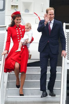 Kate Middleton wears Diana's favourite designer to begin Royal tour