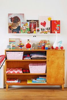 use a buffet for toy storage Casa Kids, Deco Retro, Kids Room Design, Nursery Inspiration, Basement Inspiration, Kids Corner, Little Girl Rooms, Kid Spaces, Kids Bedroom