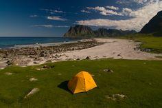 Naturzeltplätze in Norwegen bei outdoor-magazin.com Camping Glamping, Camping Hacks, Lofoten, Reisen In Europa, Free Time, Van Life, Vacation Trips, Trekking, Finland