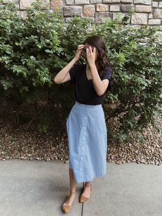 Most tips to choose a denim skirt will depend on your unique trend, so very easy stylish setup. Modest Dresses, Modest Outfits, Cute Outfits, Muslim Fashion, Modest Fashion, Jw Fashion, Fashion Jobs, Denim Fashion, Fashion Ideas