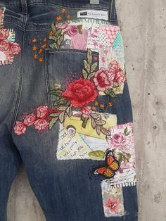 Hand made Patched Denim embowered slime Jeans / Reworked patched painted Vintage Jeans boyfriend jeans clothing Embellished Jeans, Embroidered Jeans, Diy Clothing, Sewing Clothes, Clothing Websites, Women's Clothes, Redone Jeans, Painted Jeans, Hand Painted