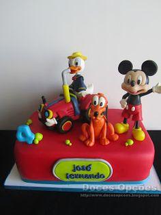 Doces Opções: Bolo de aniversário com o Donald e amigos