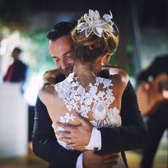 #truelove #wedding #bride #goom #white #hug #lace #flowers #hairstyle <3