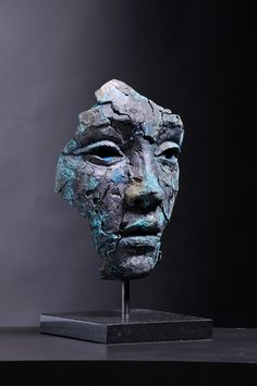 Lionel Smit is a South African painter and sculptor best known for his contemporary portraiture executed through monumental canvases and sculpture. Sculptures Céramiques, Paper Mache Sculpture, Pottery Sculpture, Lion Sculpture, Arte Fashion, 90s Fashion, South African Artists, Masks Art, Contemporary Sculpture