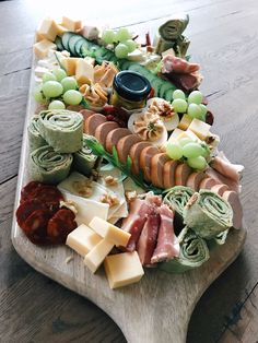 Antipasto, Charcuterie Recipes, Charcuterie And Cheese Board, Party Food Platters, Party Dishes, Dessert Party, Party Snacks, Appetizer Recipes, Snack Recipes