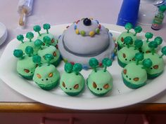 Aliens and ufo cake