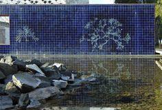 Fernanda Fragateiro   Jardim da Água   Parque das Nações   1998 [© Inês Leitão e Ana Almeida] #Azulejo #AzulejoDoMês #AzulejoOfTheMonth #Água #Water #FernandaFragateiro #Lisboa #Lisbon
